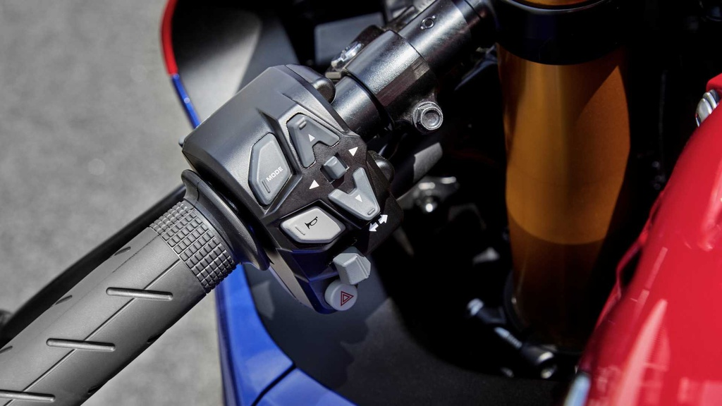 Honda CBR1000RR-R the he moi trinh lang voi thiet ke ham ho hinh anh 4
