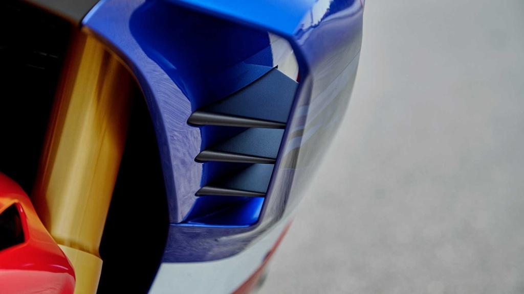 Honda CBR1000RR-R the he moi trinh lang voi thiet ke ham ho hinh anh 17