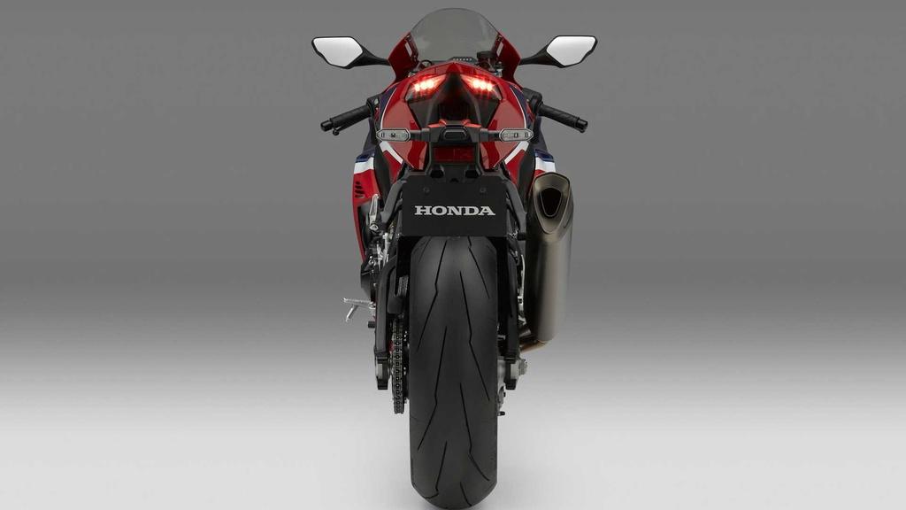 Honda CBR1000RR-R the he moi trinh lang voi thiet ke ham ho hinh anh 8