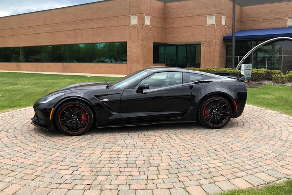 2,7 trieu USD la muc gia cho chiec Chevrolet Corvette C7 cuoi cung hinh anh 3