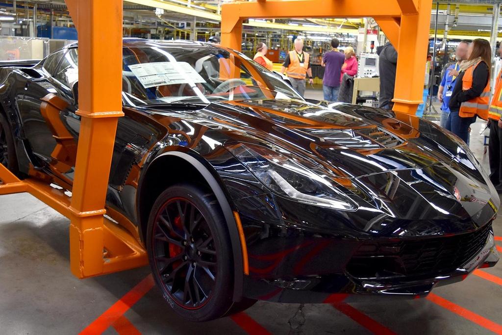 2,7 trieu USD la muc gia cho chiec Chevrolet Corvette C7 cuoi cung hinh anh 2