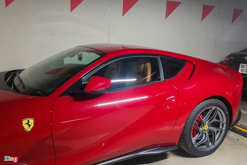 Can canh Ferrari 812 Superfast anh 8