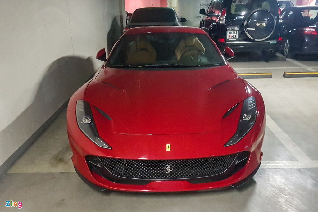 Can canh Ferrari 812 Superfast anh 9
