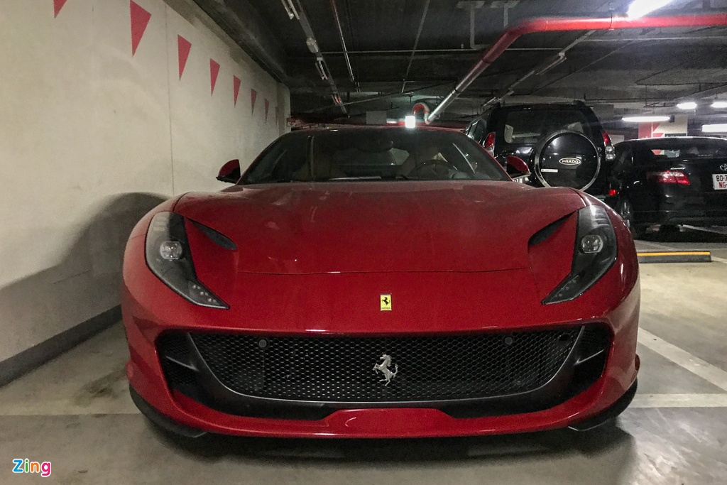 Can canh Ferrari 812 Superfast anh 3