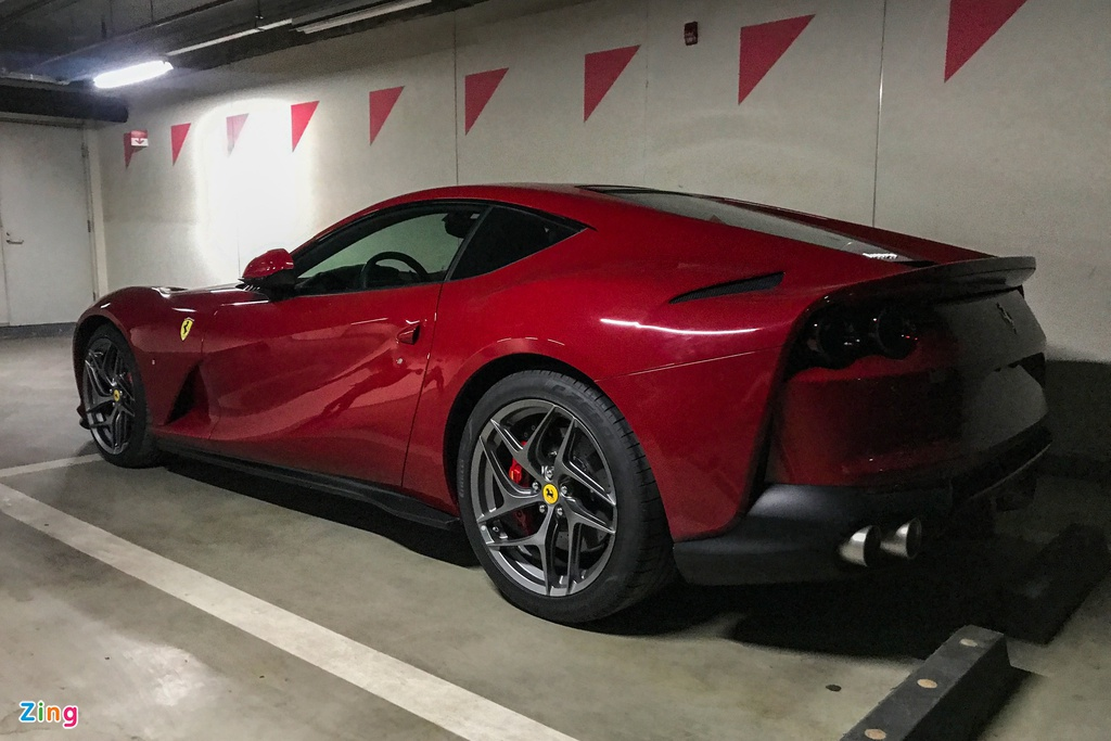 Can canh Ferrari 812 Superfast anh 4