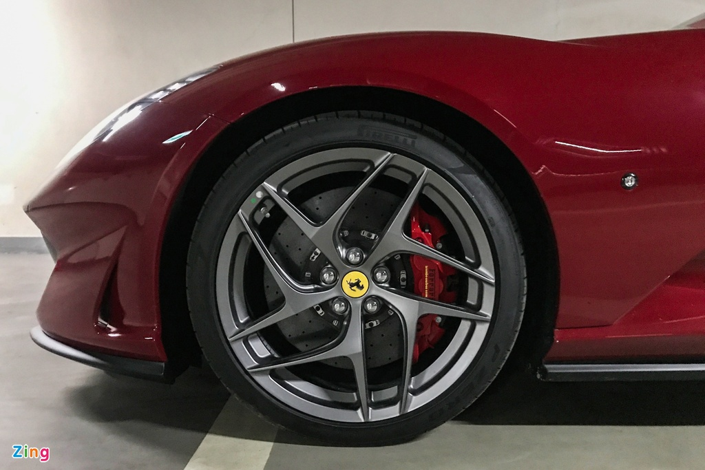 Can canh Ferrari 812 Superfast anh 7