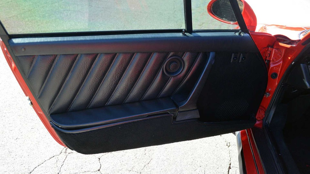 Hang hiem Porsche 911 doi 1979 do ngoai that cua 930 Turbo hinh anh 8