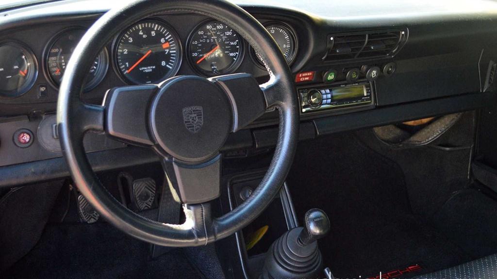 Hang hiem Porsche 911 doi 1979 do ngoai that cua 930 Turbo hinh anh 6
