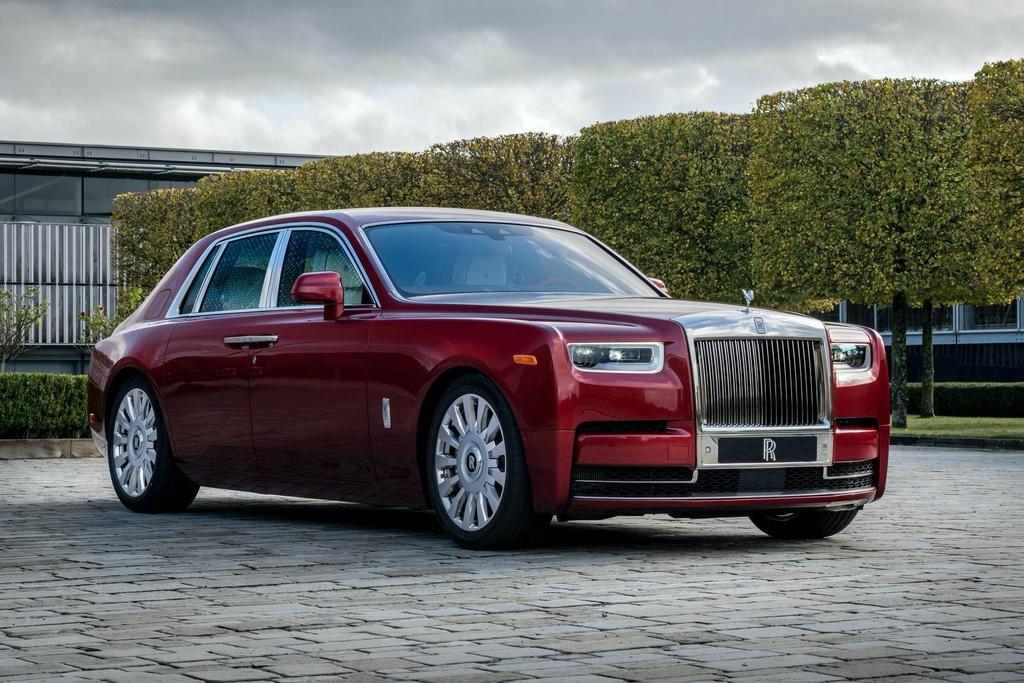 Rolls-Royce Phantom mau do doc nhat dau gia giup do benh nhan AIDS hinh anh 1