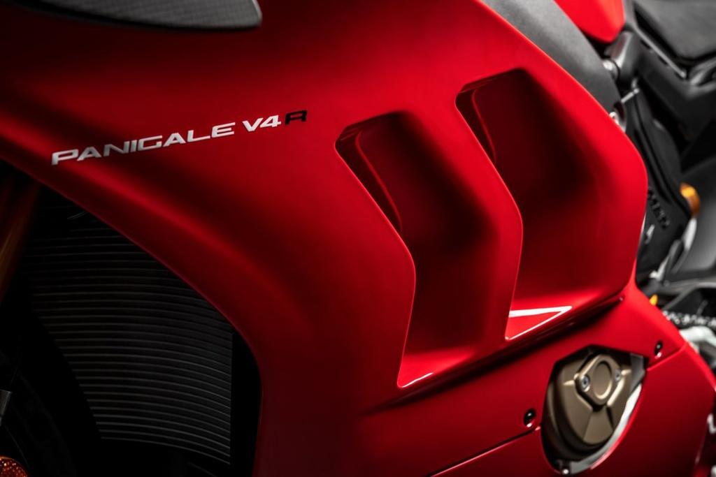 Canh sat Abu Dhabi dung sieu moto Ducati Panigale V4 R lam xe tuan tra hinh anh 7 2019DucatiPanigaleV4R391200x800.jpg