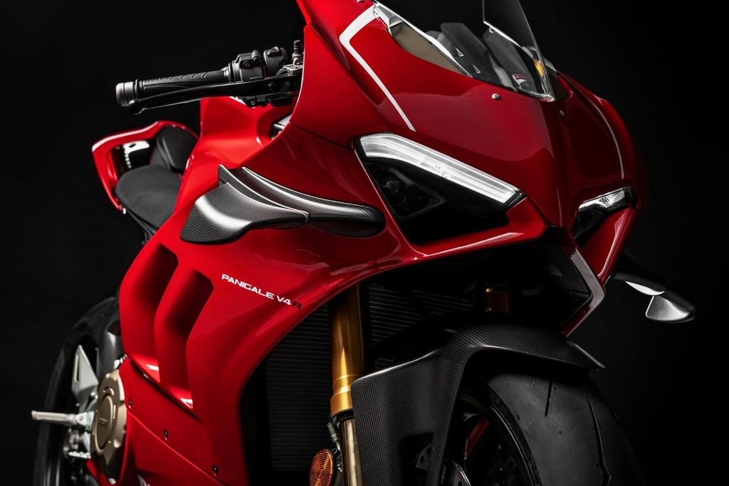 Canh sat Abu Dhabi dung sieu moto Ducati Panigale V4 R lam xe tuan tra hinh anh 6 2019ducatipanigalev4r65.jpg
