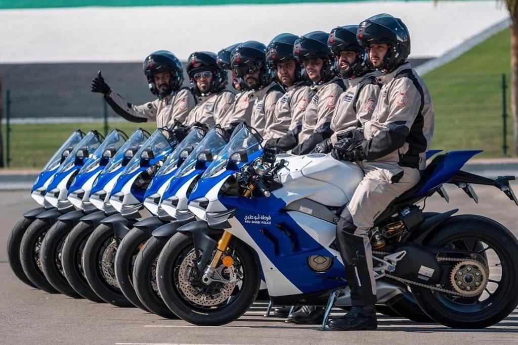 Canh sat Abu Dhabi dung sieu moto Ducati Panigale V4 R lam xe tuan tra hinh anh 1 B1.jpg