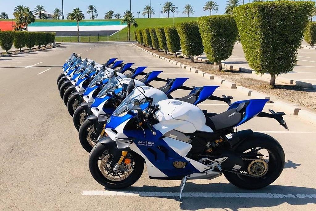 Canh sat Abu Dhabi dung sieu moto Ducati Panigale V4 R lam xe tuan tra hinh anh 3 B3.jpg