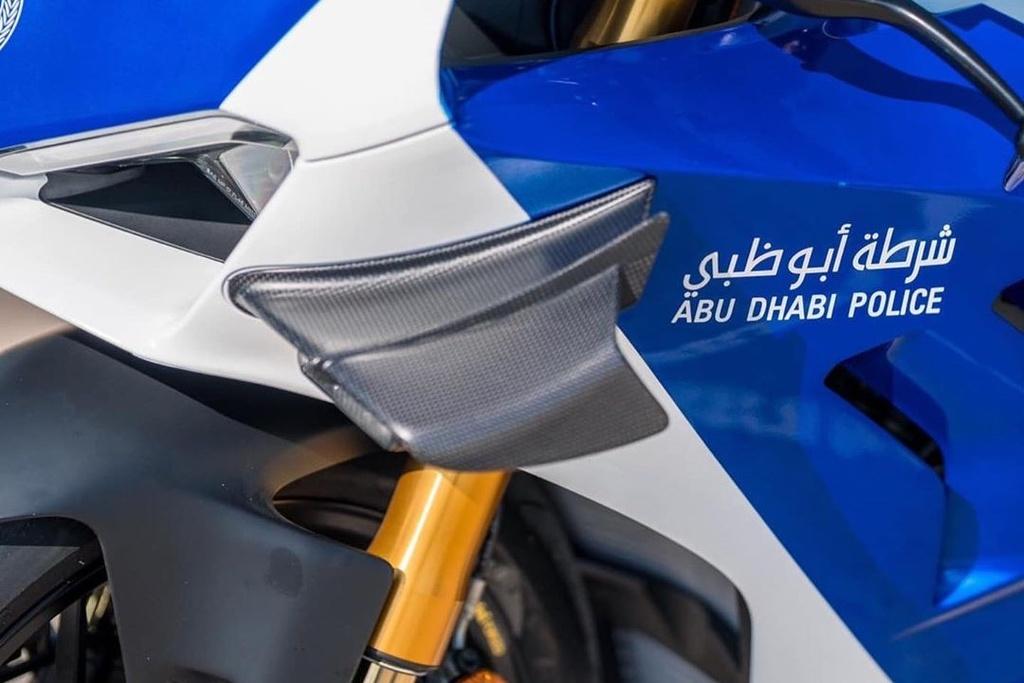 Canh sat Abu Dhabi dung sieu moto Ducati Panigale V4 R lam xe tuan tra hinh anh 4 B4.jpg