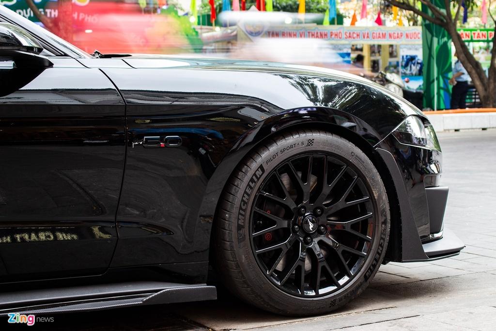 Ford Mustang GT 5.0 2019 dau tien tai Viet Nam mang dien mao moi hinh anh 6 Mustang_zing_11.jpg