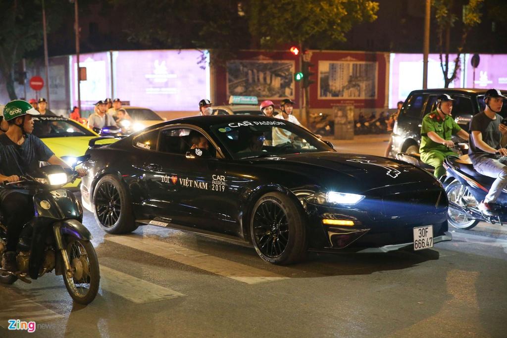 Ford Mustang GT 5.0 2019 dau tien tai Viet Nam mang dien mao moi hinh anh 4 Mustang_zing_18.jpg