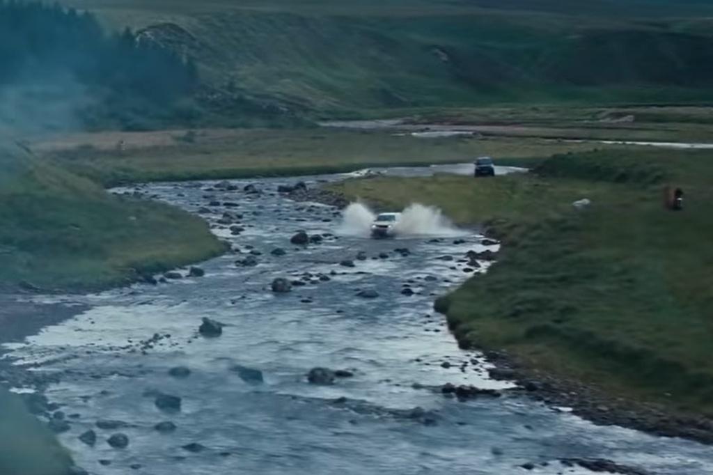 Hang loat mau xe dinh dam xuat hien trong trailer phim James Bond moi hinh anh 6 Untitled.jpg
