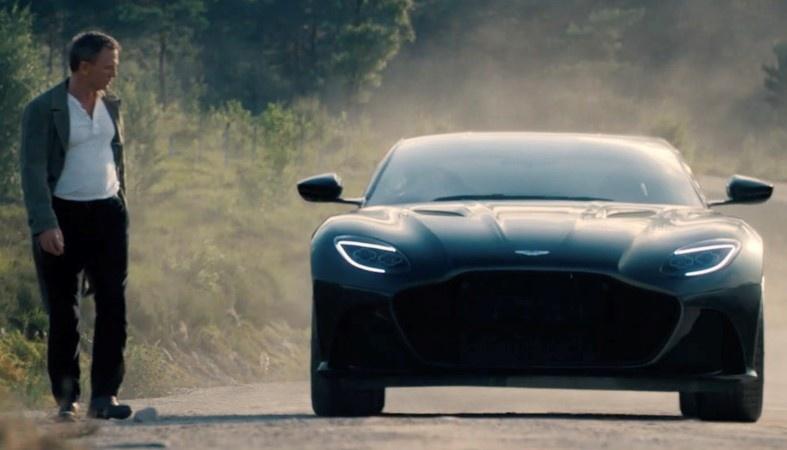 Hang loat mau xe dinh dam xuat hien trong trailer phim James Bond moi hinh anh 4 ezgif.com-webp-to-jpg_(2).jpg