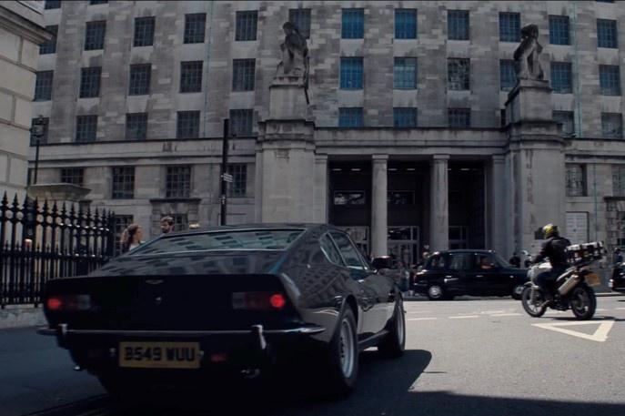 Hang loat mau xe dinh dam xuat hien trong trailer phim James Bond moi hinh anh 5 ezgif.com-webp-to-jpg_(3).jpg