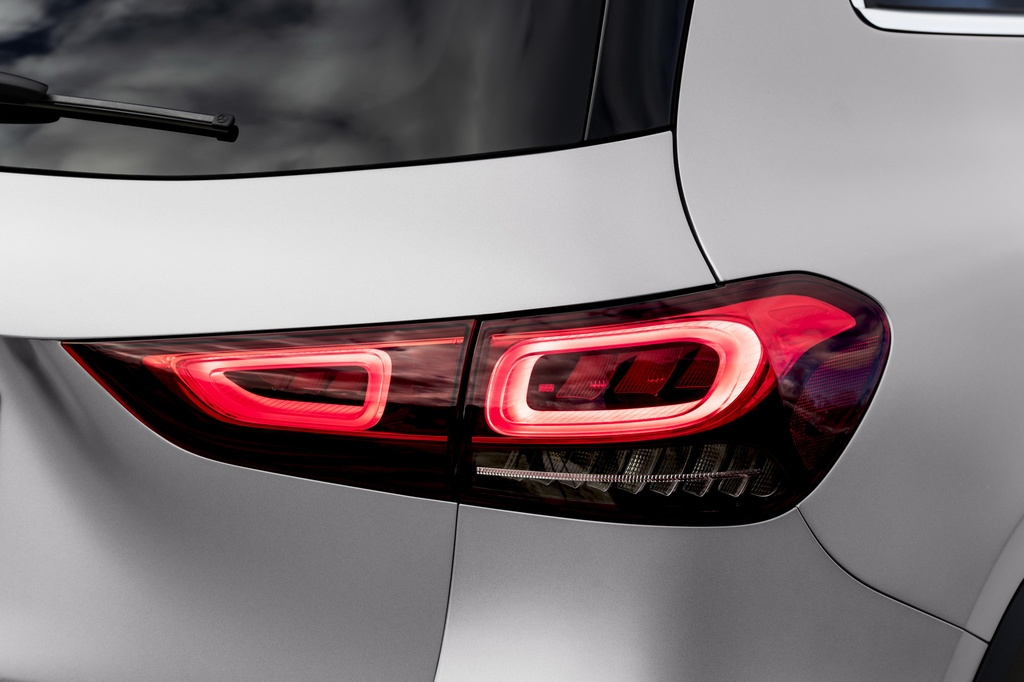 Mercedes-Benz ra mat GLA the he moi hinh anh 11 2021-Mercedes-Benz-GLA-24_1.jpg