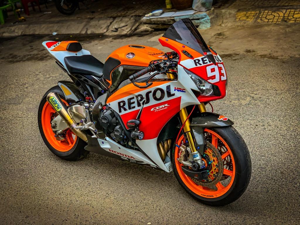 Honda CBR1000RR lot xac voi trang bi thua tu xe dua MotoGP hinh anh 1 CBR_1.jpeg