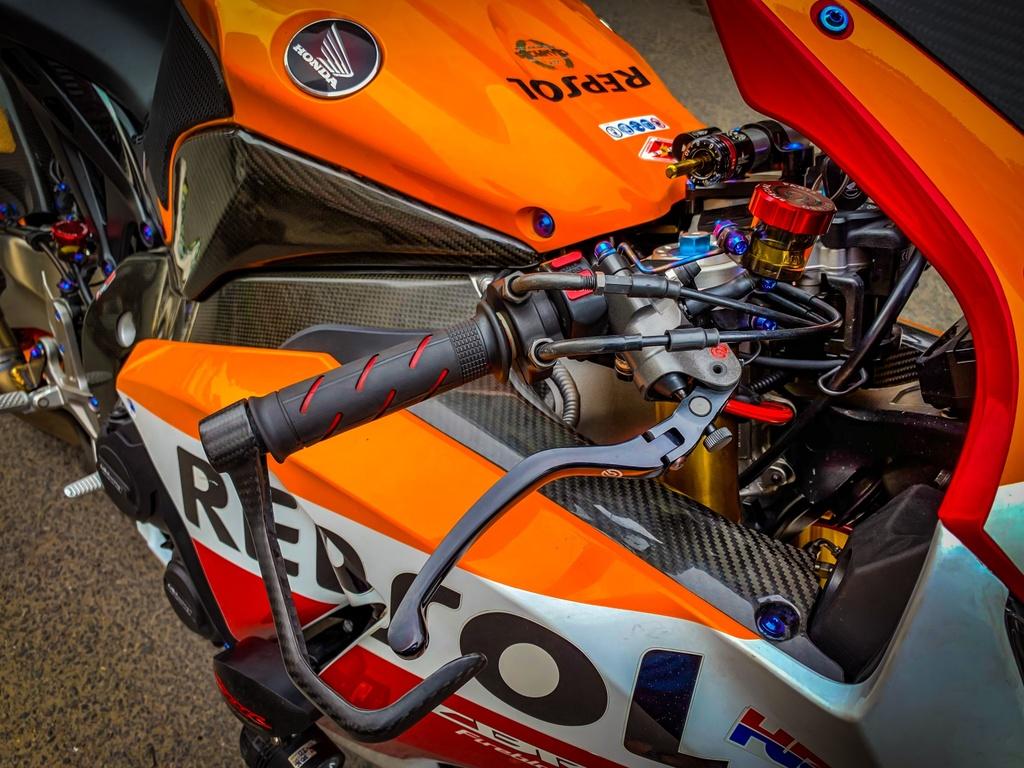 Honda CBR1000RR lot xac voi trang bi thua tu xe dua MotoGP hinh anh 5 CBR_13.jpeg