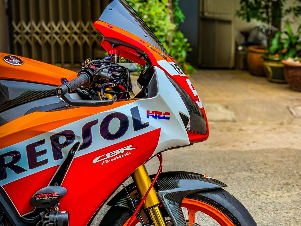 Honda CBR1000RR lot xac voi trang bi thua tu xe dua MotoGP hinh anh 10 CBR_8.jpeg