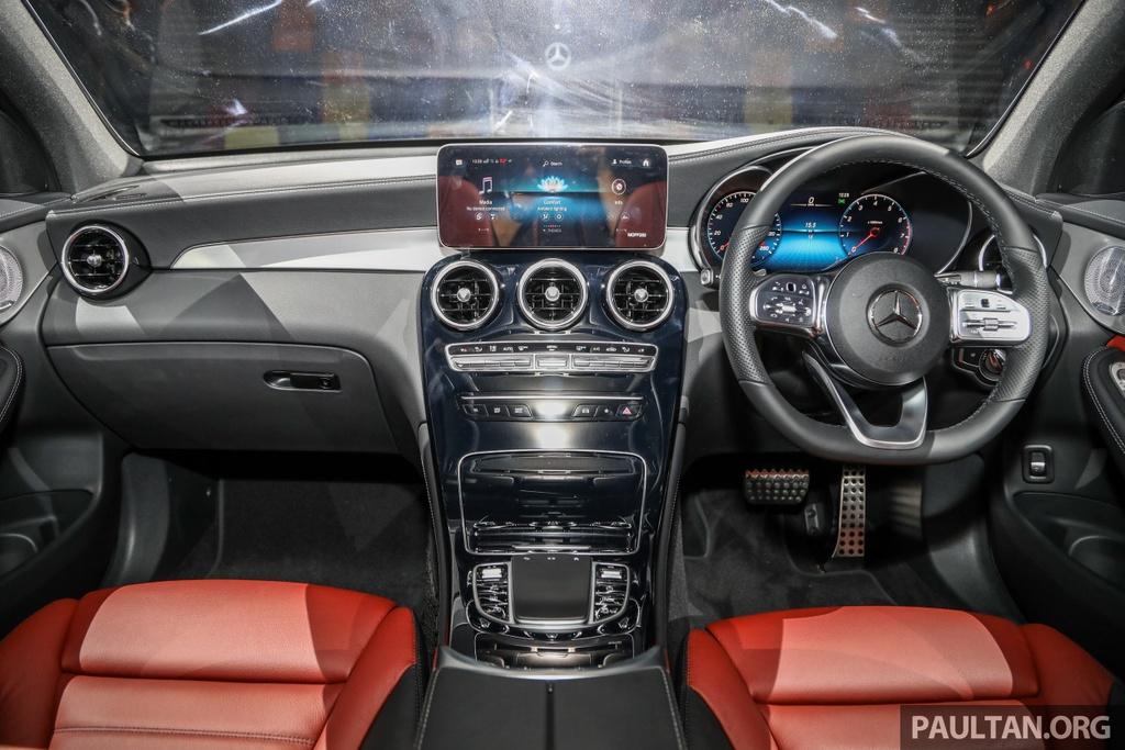 Mercedes-Benz GLC 300 Coupe facelift ra mat tai Malaysia hinh anh 10 MercedesBenz_GLC_Range_Launch_GLC300_Coupe_Malaysia_Int-2.jpg