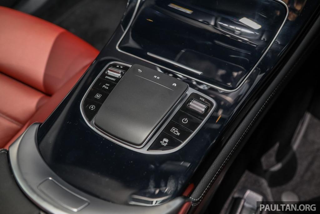 Mercedes-Benz GLC 300 Coupe facelift ra mat tai Malaysia hinh anh 13 MercedesBenz_GLC_Range_Launch_GLC300_Coupe_Malaysia_Int-8.jpg