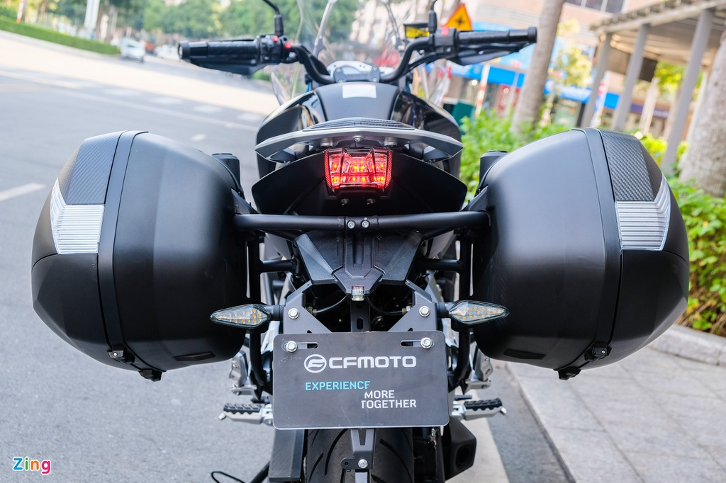 Can canh CFMoto 650MT anh 9