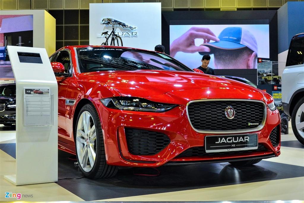 Ra mắt lần đầu vào năm 2015, Jaguar XE là dòng xe cạnh tranh với Mercedes-Benz C-Class và BMW 3-Series. Sau 4 năm, hãng xe Anh quốc đã nâng cấp XE với phiên bản facelift 2020. Jaguar XE 2020 được nâng cấp cả về ngoại hình, nội thất và các công nghệ đi kèm.