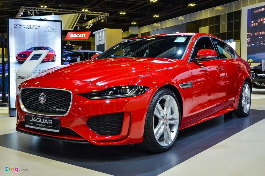 Jaguar Singapore chưa công bố giá cho XE 2020. Tại thị trường Mỹ, mẫu sedan này có giá từ 39.900 USD đến 46.295 USD.