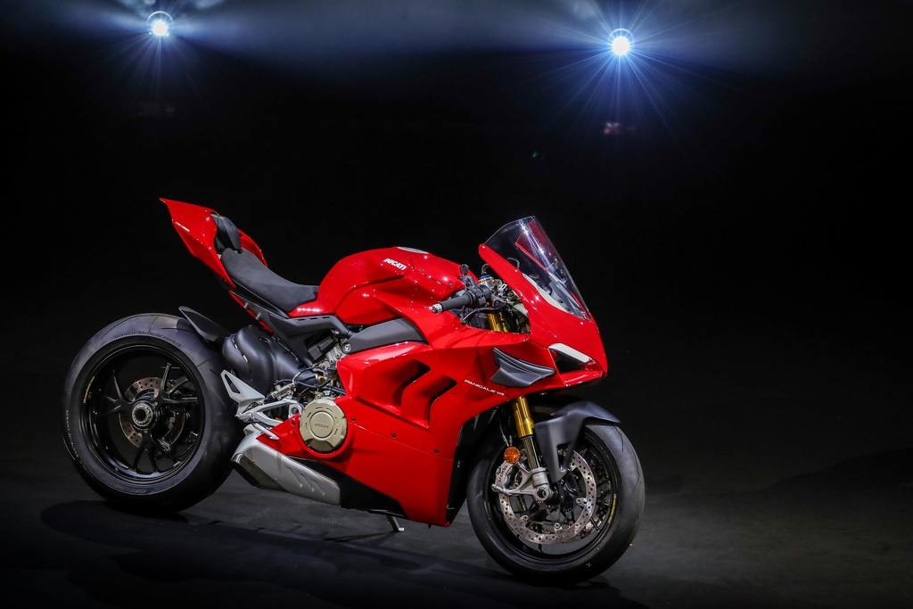 Superbike Ducati Panigale V4 2020 so huu canh gio tuong tu xe dua V4 R hinh anh 14 061_DUCATI_WORLD_PREMIERE_2020_UC101938_Mid.jpg