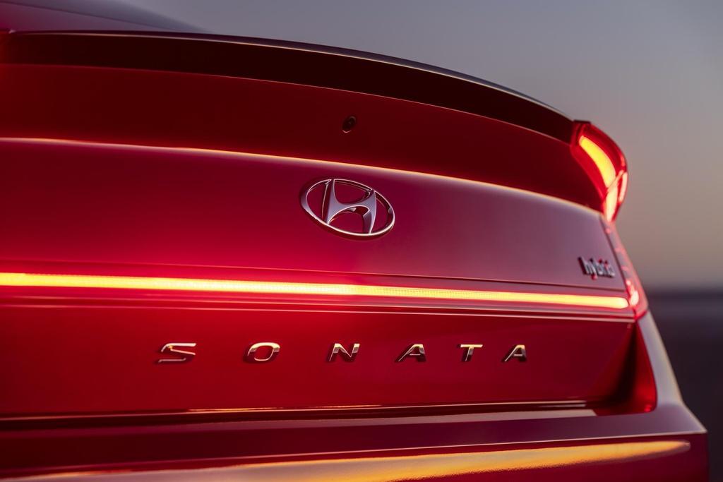 Hyundai Sonata 2020 co phien ban chay bang nang luong mat troi hinh anh 12 2020_Hyundai_Sonata_Hybrid_48.jpg