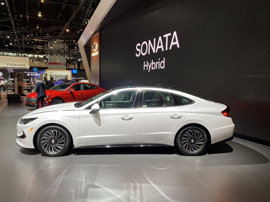 Hyundai Sonata 2020 co phien ban chay bang nang luong mat troi hinh anh 1 2020_Hyundai_Sonata_Hybrid_5_1.jpg