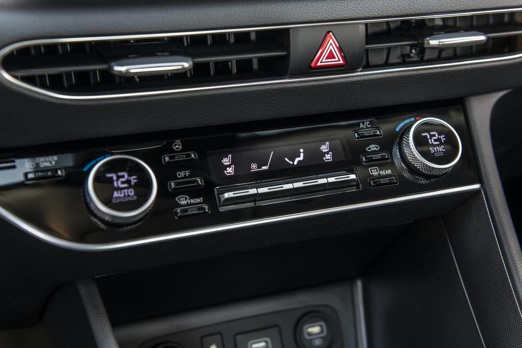 Hyundai Sonata 2020 co phien ban chay bang nang luong mat troi hinh anh 8 2020_Hyundai_Sonata_Hybrid_6.jpg