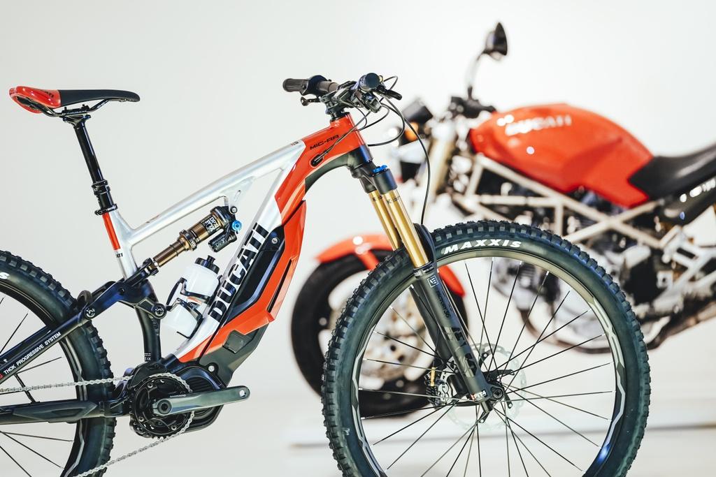 Can canh xe dap cua Ducati, gia dat ngang moto hinh anh 7 Ducati_MIG_RR_25_UC74393_High.jpg
