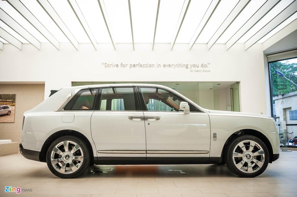 Rolls-Royce Cullinan chinh hang dau tien anh 2