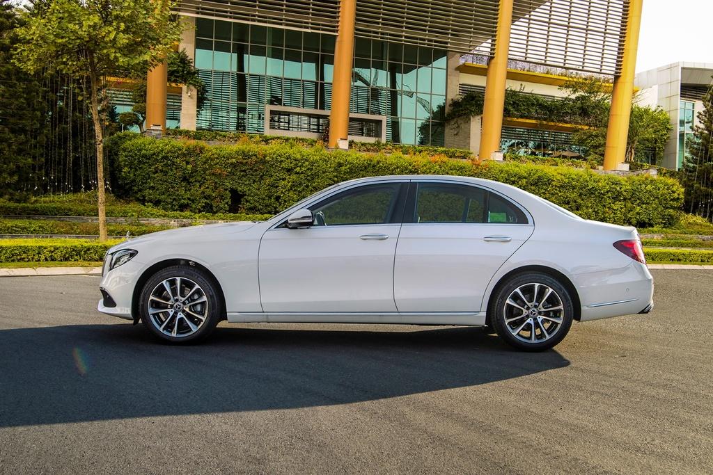 Mercedes-Benz E 200 Exclusive 2020 ra mat VN, gia 2,29 ty dong hinh anh 2 E_200_Exclusive_IMGP1237.jpg