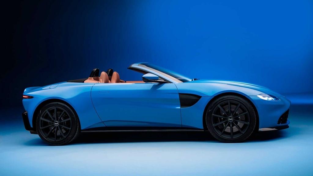 Aston Martin ra mat xe mui tran Vantage Roadster hinh anh 3 2021_aston_martin_vantage_roadster_1_.jpg