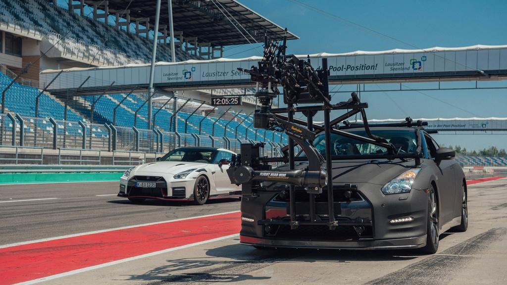 Bugatti Chiron va nhung mau xe quay phim nhanh nhat the gioi hinh anh 2 7_GTRcamera.jpg