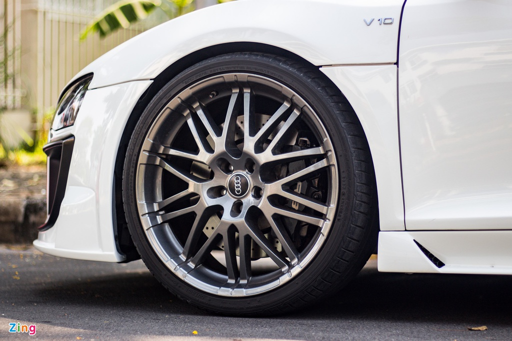Audi R8 doi cu hoa phien ban V10 voi goi do ngoai that ham ho o TP.HCM hinh anh 8 IMG_9360_zing.jpg