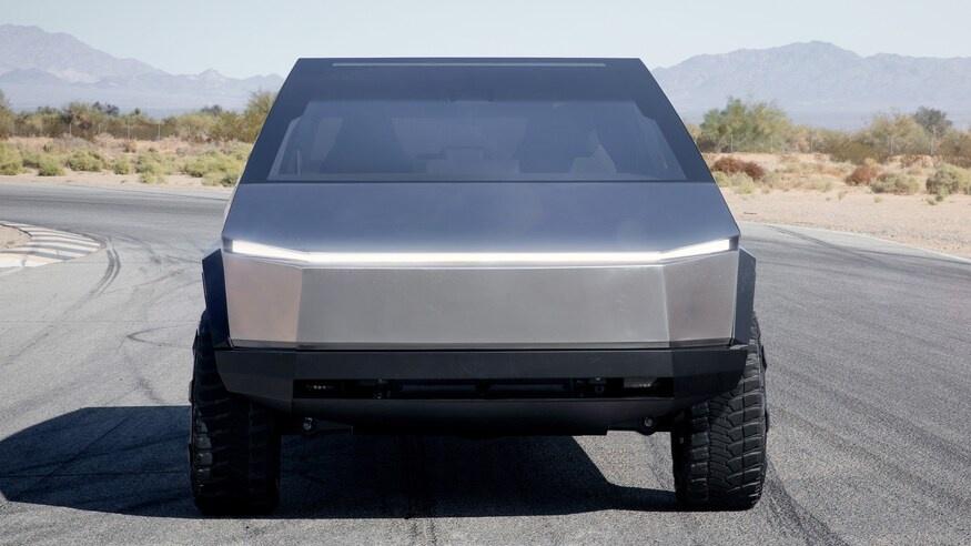 Tesla thu ve hon 50 trieu USD sau 3 thang ra mat ban tai Cybertruck hinh anh 7 TeslaCybertruckElectricPickupTruckHeadOnViewwithHeadlampsIlluminated.jpg