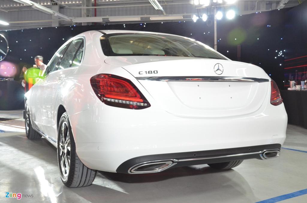 Mercedes-Benz C 180 co gia 1,399 ty tai VN, doi dau ca Camry va Accord hinh anh 12 C180_zing_16_1.jpg