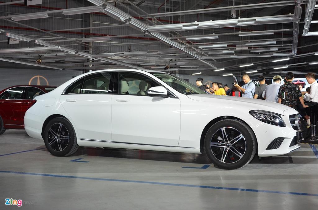 Mercedes-Benz C 180 co gia 1,399 ty tai VN, doi dau ca Camry va Accord hinh anh 2 C180_zing_4_2.jpg