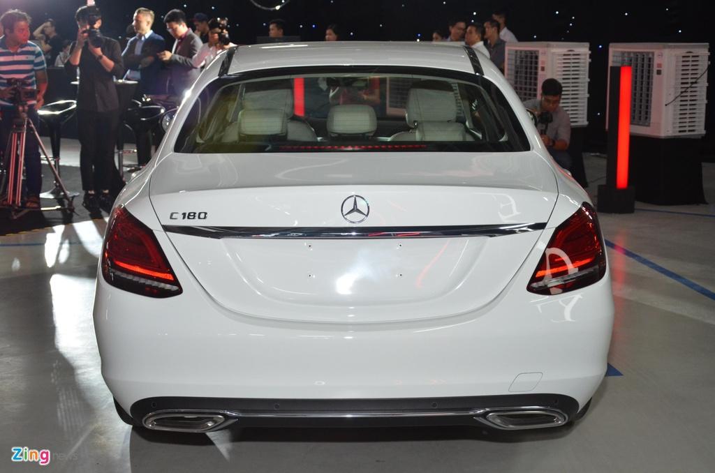 Mercedes-Benz C 180 co gia 1,399 ty tai VN, doi dau ca Camry va Accord hinh anh 4 C180_zing_6_3.jpg