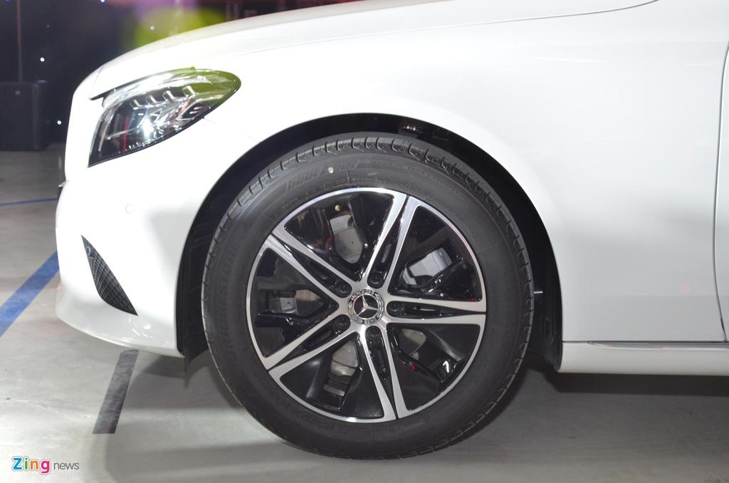 Mercedes-Benz C 180 co gia 1,399 ty tai VN, doi dau ca Camry va Accord hinh anh 5 C180_zing_7_2.jpg