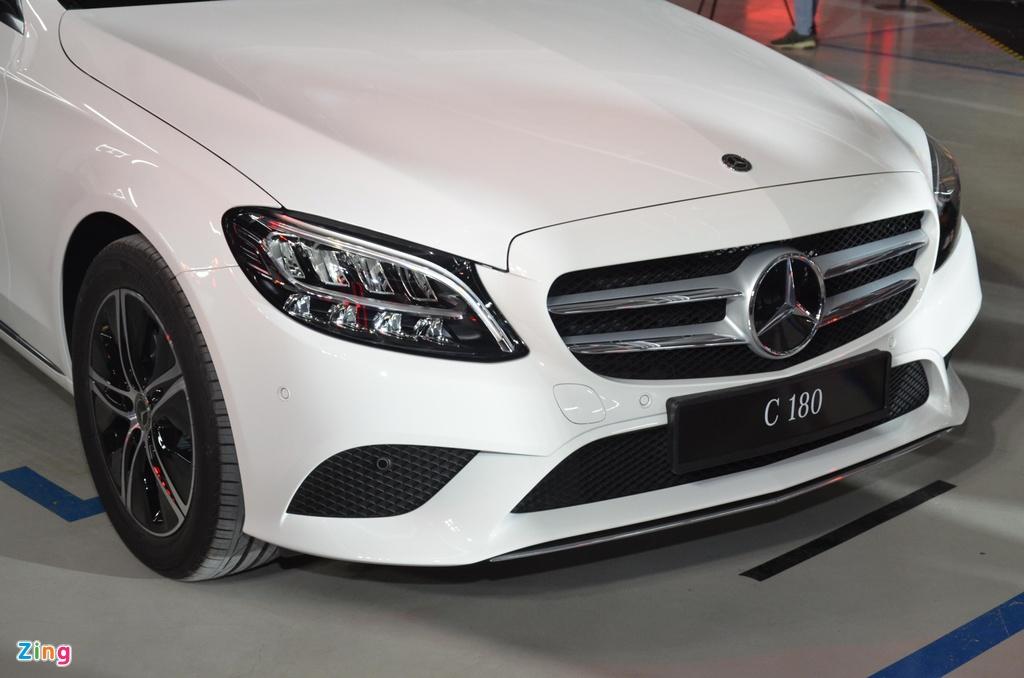 Mercedes-Benz C 180 co gia 1,399 ty tai VN, doi dau ca Camry va Accord hinh anh 3 C180_zing_8_2.jpg