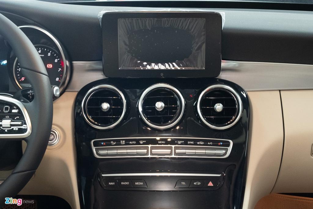 Mercedes-Benz C 180 co gia 1,399 ty tai VN, doi dau ca Camry va Accord hinh anh 7 TANH3235_zing_1.jpg