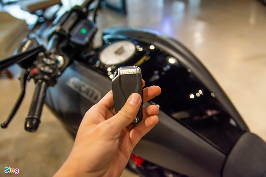 Co 900 trieu, mua Triumph Rocket 3 R hay Ducati Diavel 1260 S? hinh anh 14 Diavel1260S_zing_34a.jpg